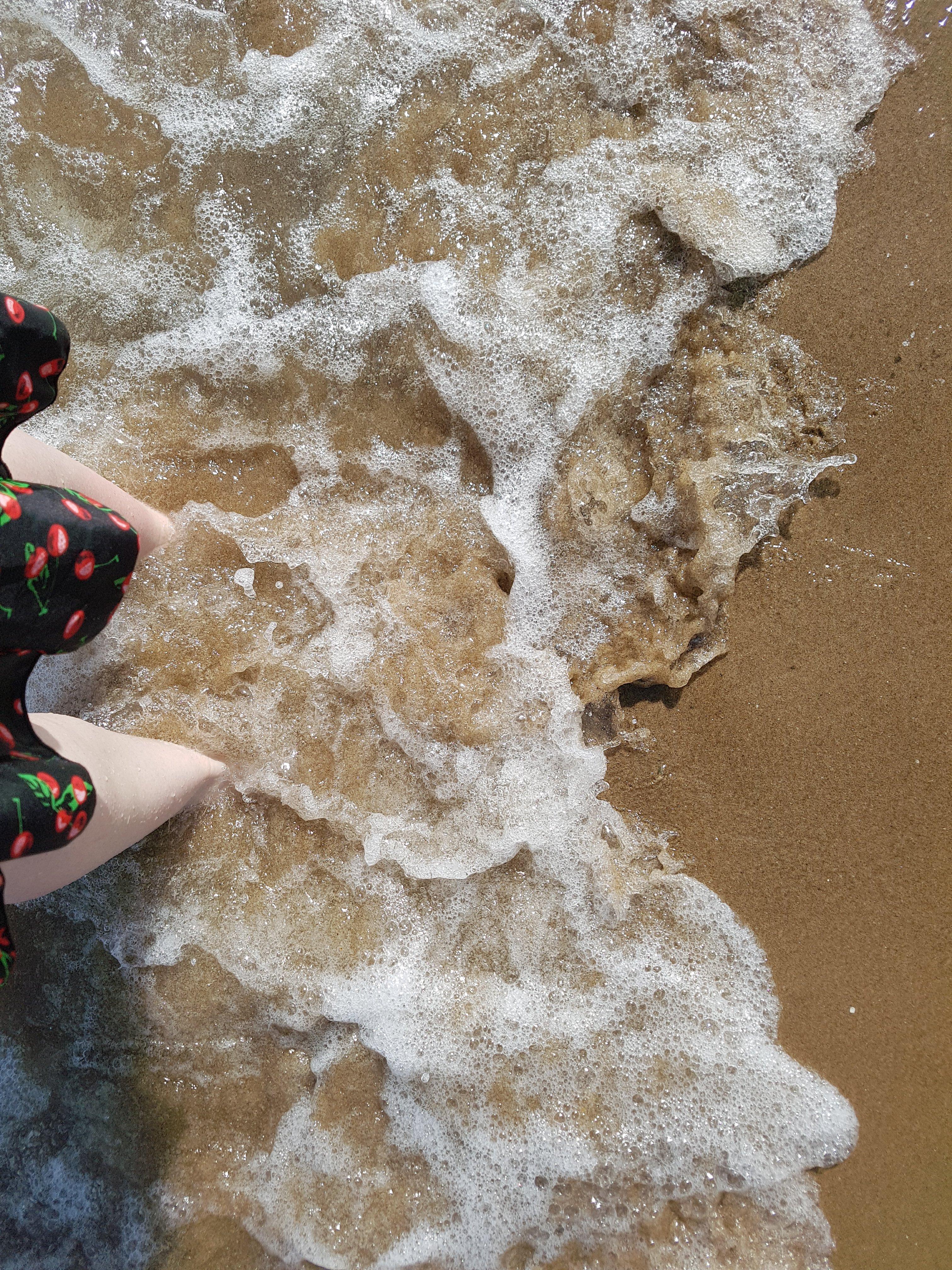 feet in sea water