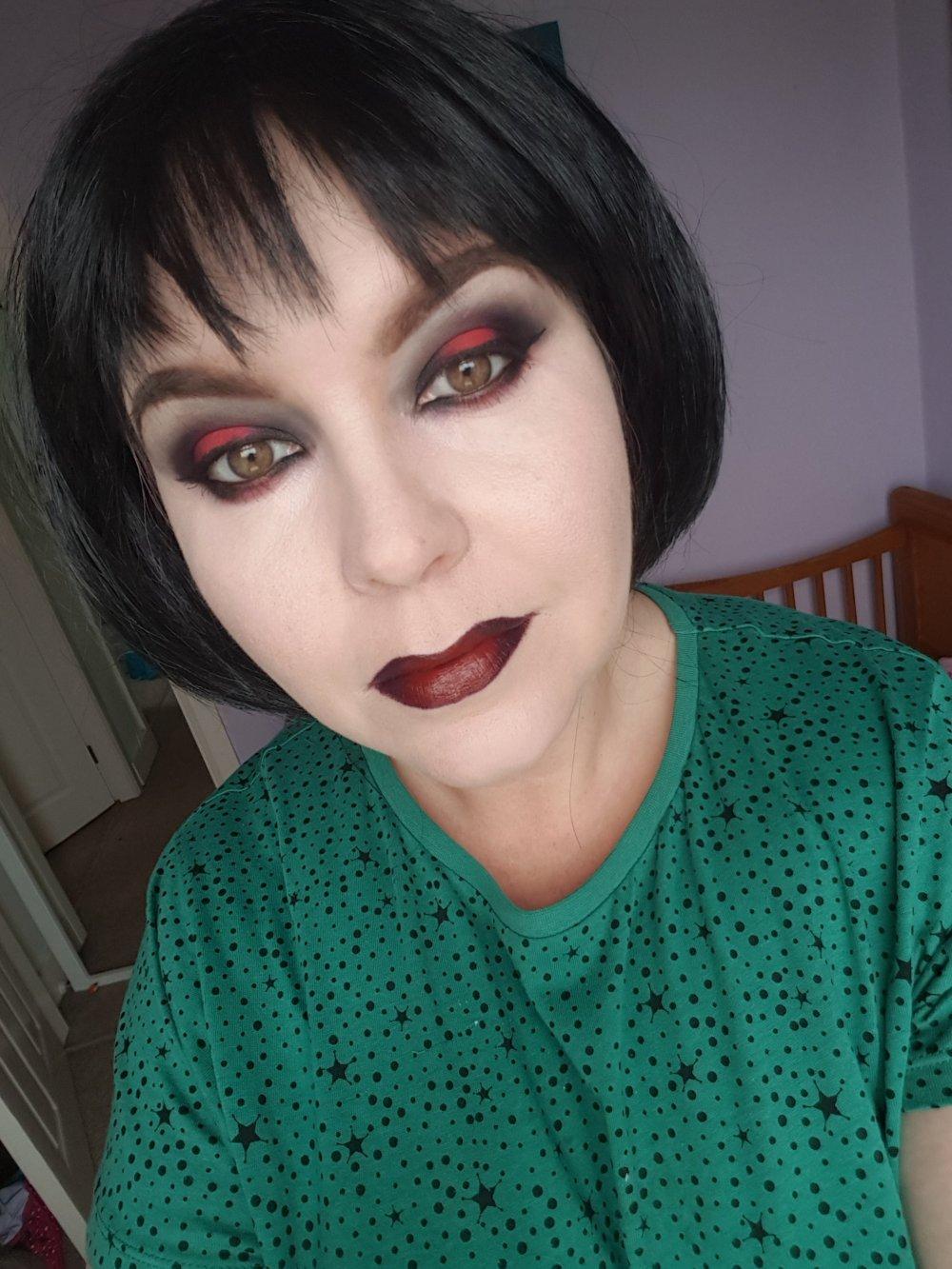 Alternative Halloween makeup red and black Halo eye